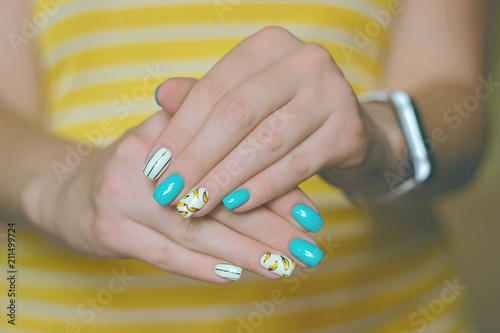 Aluminium Manicure manicure bananas nail art yellow, blue, turquoise, white, black strips, two hands