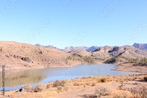 Fotobehang Zomer Dark Water Lake in Gran Canaria