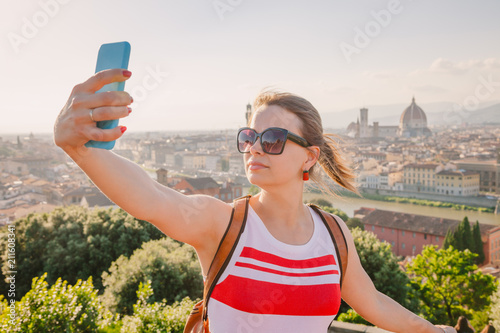 Fotobehang Florence Tourist taking selfie with Florence cityscape Tuscany Italy