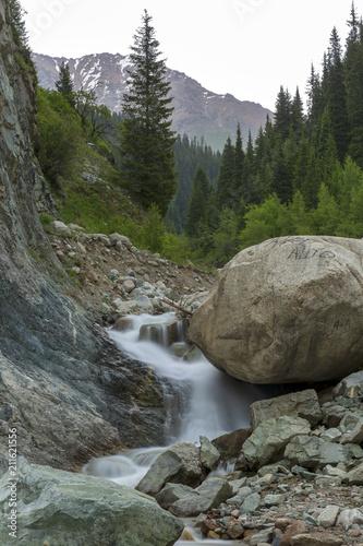 Aluminium Bergrivier Mountain river in Almaty city