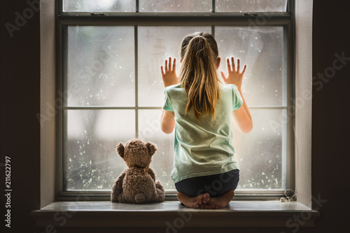 Foto Murales Girl with Teddy Bear