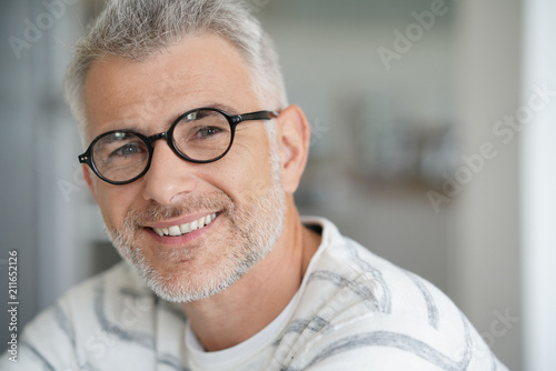 Foto Murales Middle-aged guy with trendy eyeglasses