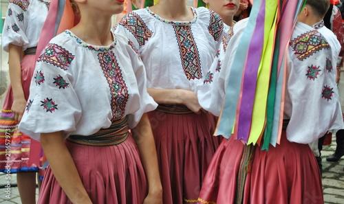 Ukraina - kobiece stroje ludowe © bnorbert3