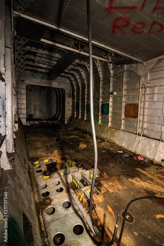 Fotobehang Oude verlaten gebouwen inside of an old plane that was abandoned