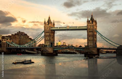 Obraz na płótnie Tower Bridge ao por do sol.