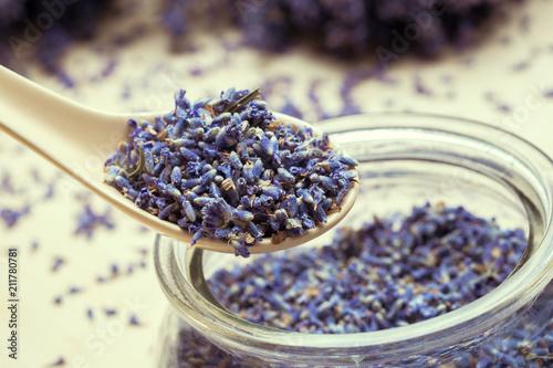 Leinwanddruck Bild spoon of dry lavenders