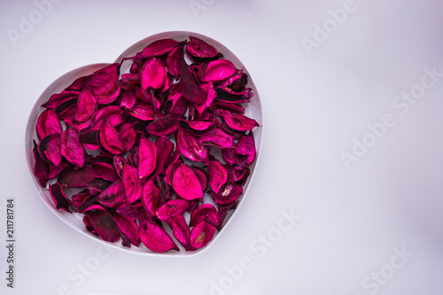 Foto Murales red withered petals in the shape of heart