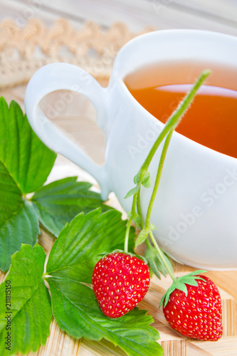 Fototapeta Erdbeeren und Tee