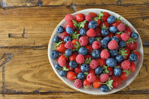 Salad of organic forest berries - 211876540