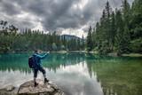 Grüner See Steiermark Wandern Wanderer Mann Ausflugsparadies Natur Idylle - 211881564