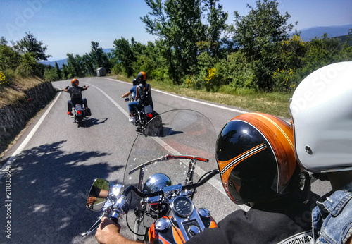 In moto in compagnia