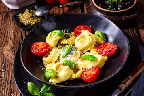 rustic spinach tortellini with cheese and cocktail cocktail tomatoes - 211899936
