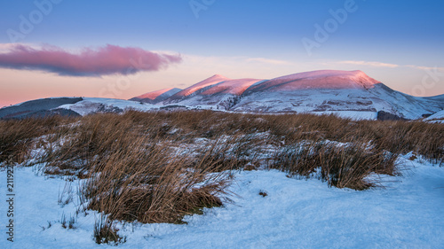 Aluminium Zonsopgang Winter Sunrise on Skiddaw touching the tops of the mountain on a cold snowy morning