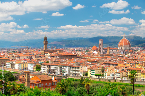 Fotobehang Florence Florence cityscape on a sunny day. Historic Florence city centre on blue sky background.