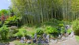 Schöner Bambuswald mit Bach im Park der Villa Carlotta am Comer See © Composer