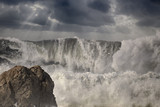 Dramatic big breaking waves