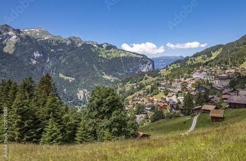 Foto Murales scenic view on the village of Wengen at the Lauberhorn downhill, Jungfrauregion,Berner Oberland,Switzerland