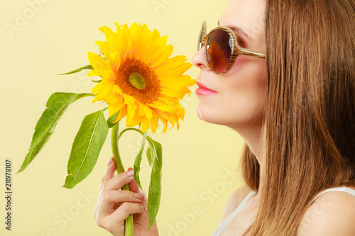 Fototapeta portrait attractive woman with sunflower
