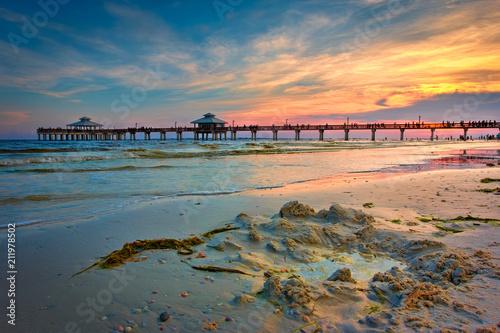 Fotobehang Nachtblauw Fort Myers Beach Pier