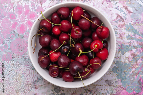 Aluminium Kersen Red cherries in a bowl in the center of colorful pastel table