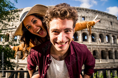Leinwanddruck Bild Couple of tourist on vacation in Rome