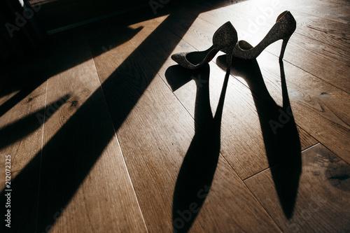 Niesamowite srebrne buty narzeczonych