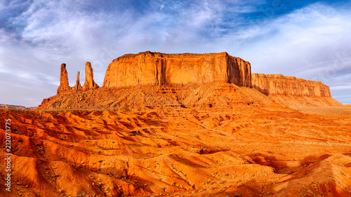Leinwanddruck Bild Monument valley landscape view with rock formations and textured foreground
