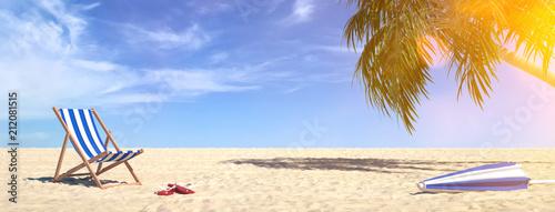 Leinwanddruck Bild Liegestuhl am Strand im Sommer im Urlaub