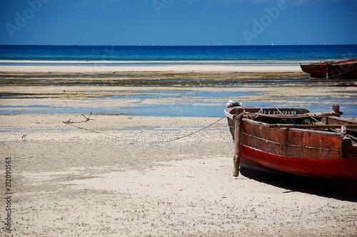 Fotobehang Zanzibar boat with anchor on the shores of zanzibar