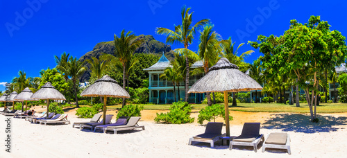 Fotobehang Freesurf Relaxing beach holidays in tropical paradise of Mauritius island. Le Morne