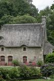 Maison chaumière traditionnelle typiquement bretonne - 212144781