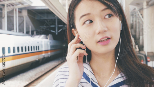 Woman listen to music on mobile phone - 212172113