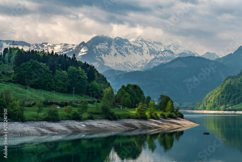 Fotobehang Groen blauw Swiss, Lungernersee lake view