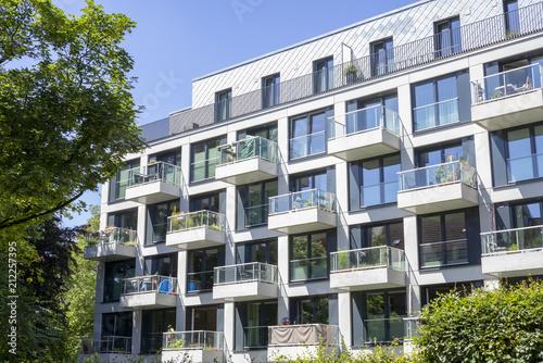 Fassade eines modernen Wohngebäudes in Hamburg, Deutschland