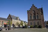 Geschichtsdenkmal vor historischem Rathaus auf dem Marktplatz - 212268171