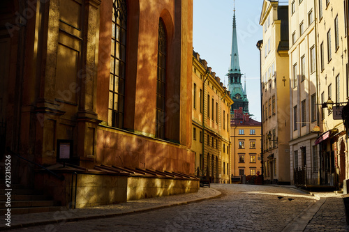 Fotobehang Smalle straatjes Kingdom of sunnybannies. Old town of Stockholm.
