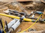 Fernwärmerohre Baustelle im Straßenbau - 212322335