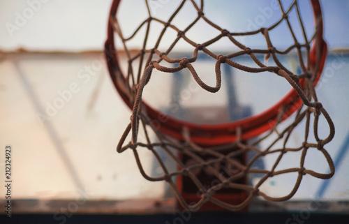 Fotobehang Basketbal Under the Basketball Hoop