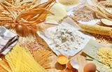 Getreide und Mehl mit Eier und Nudeln - 212335339