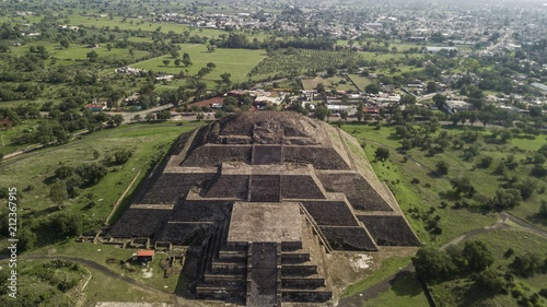 Plexiglas Grijze traf. Beautiful aerial view of the Mexican Pyramids of Teotihuacan