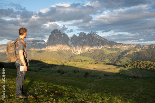 Fotobehang Blauwe hemel Mountains Lakes and Nature in the Dolomites, Italy