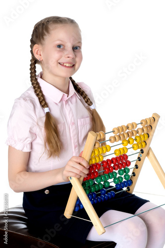 The girl counts on abacus - 212386110
