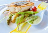 pavé de poisson sur lit de légumes