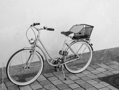 Foto Spatwand Fiets Retro Fahrrad an einer Hauswand