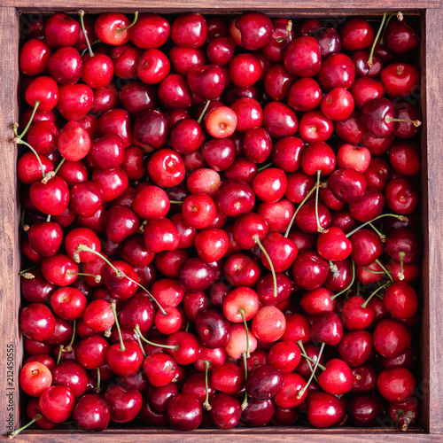 Foto Murales Sweet cherries in the wooden box on the wooden table