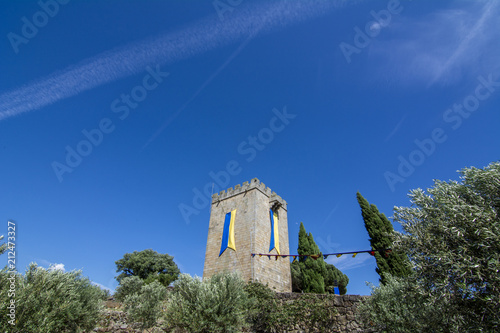 Foto Murales Celebración de la feria medieval en el recinto amurallado del castillo de Pinhel en el distrito de Guarda, Portugal
