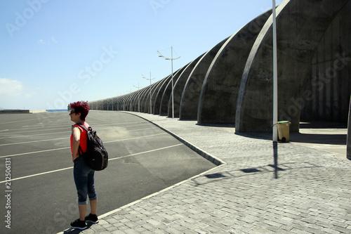 Mole mit Betonbogen schützen den Hafen - 212506131
