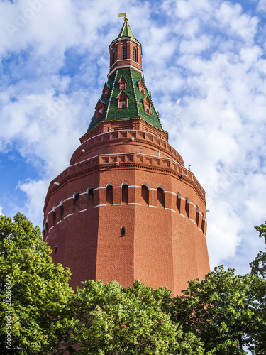 Foto Murales Moscow, Russia, on June 25, 2018. Angular Arsenalnaya tower of the Moscow Kremlin