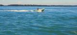 bateau à moteur ,naviguation en mer - 212510520