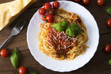 spaghetti bolognese with tomato sauce, cheese and basil - 212516953